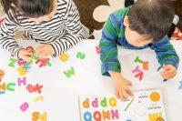 英語を学ぶ子どもたち